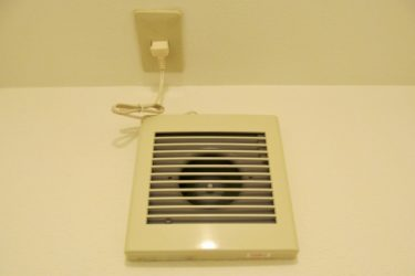 トイレの換気扇掃除のやり方は?プロペラはセスキのつけおきが良い?異音が出た時は掃除で直る?